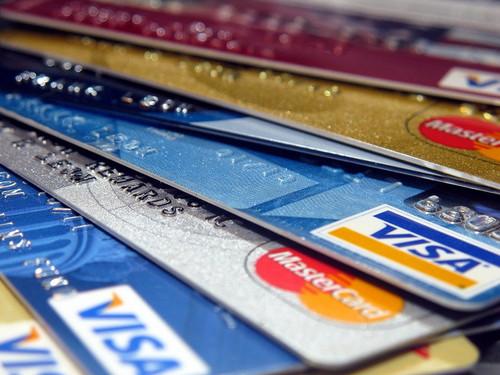 VISAカードとVISAデビットカードの違いって何?基礎から使い方までご紹介!