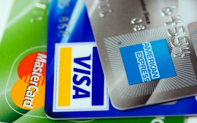 クレジットカードの利用でサインをする意味は?不要な場合もあるの?