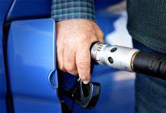 最大8円/Lも!ガソリン代を節約できるクレジットカード4選