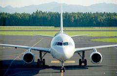 JAL「マイルで年会費」は活用すべき?メリット・デメリットを解説
