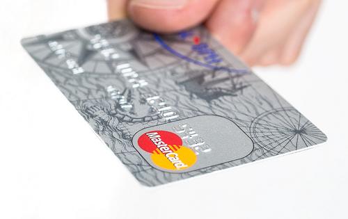 P-oneカードは常に1%OFF?車や家のトラブル解決にも強い便利クレカ♪