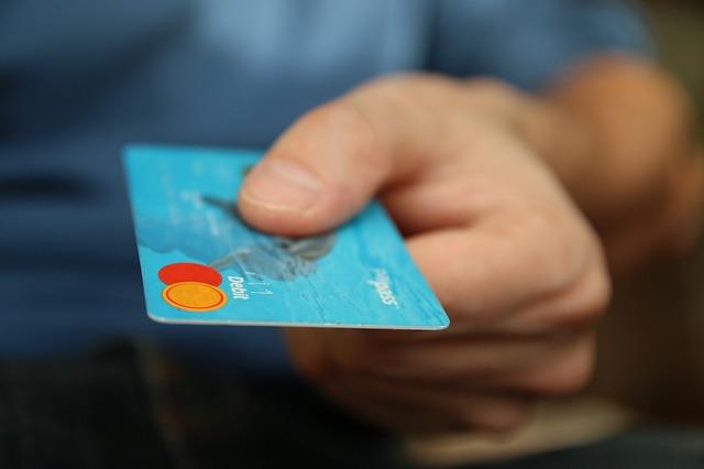 カード再発行するには期間はどのくらいかかる?審査はまた必要なの?